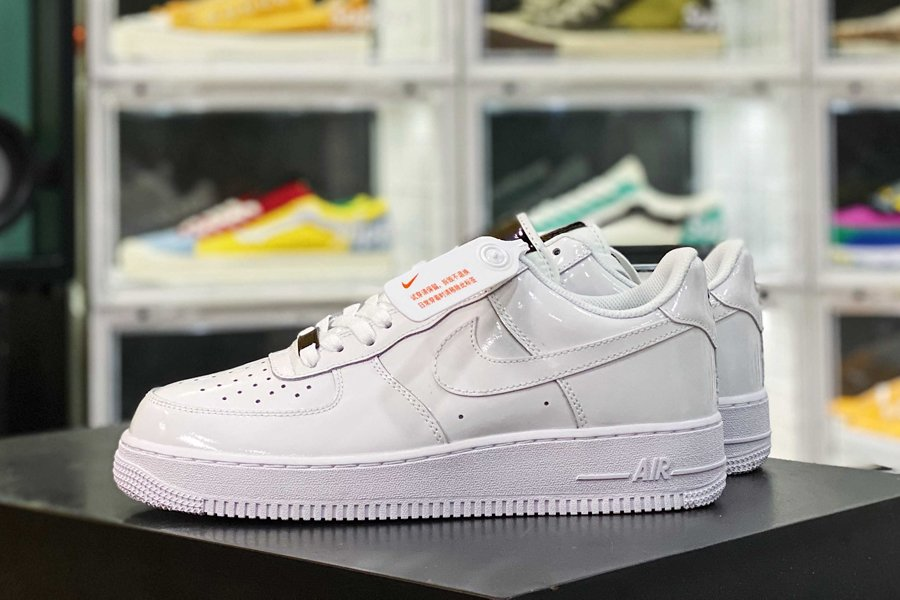 898889-100 Pretty Nike Air Force 1 White Pearlescent Leather