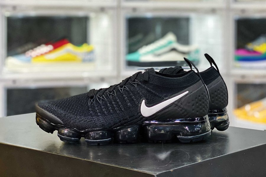 942842-001 Nike Air VaporMax Flyknit 2.0 in Black and White