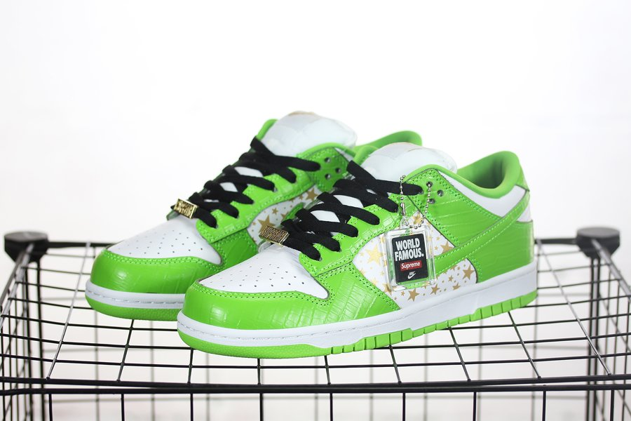 DH3228-101 Supreme x Nike SB Dunk Low In Mean Green